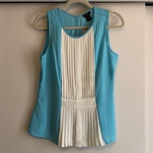 NWT. Sleeveless, pleat-front blouse